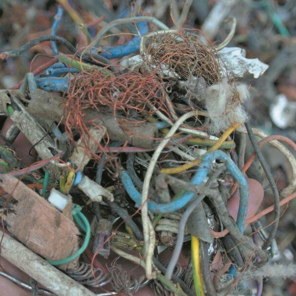 FINDER从报废汽车破碎料里回收的金属