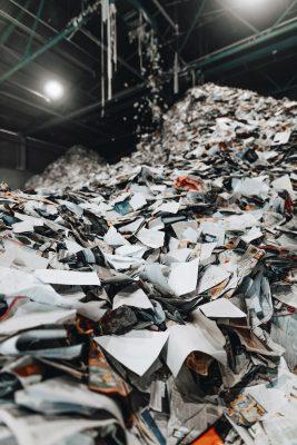 德国Koppitz废纸分选厂里,待分选的废纸